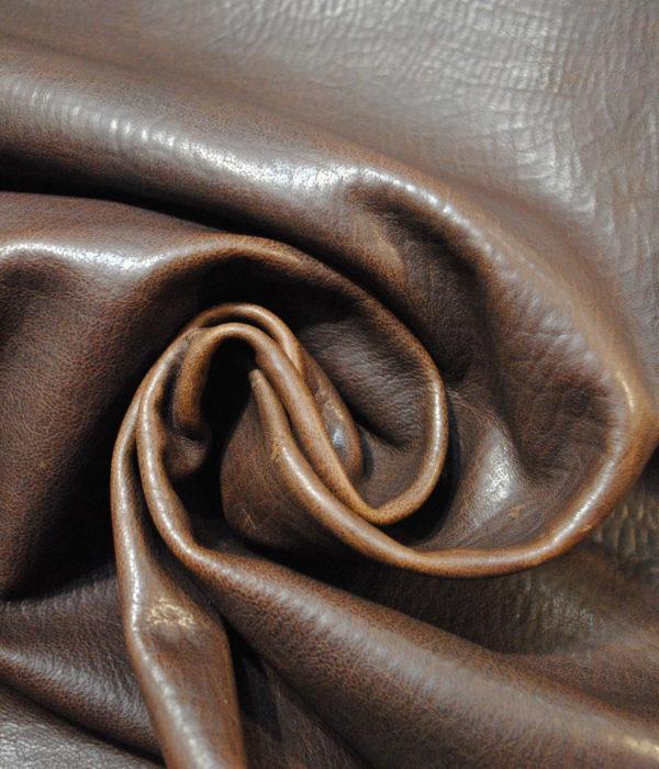 КРС теленок темно коричневый фактурный